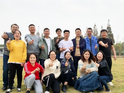 越邦机电团队活动合照